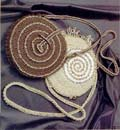 свой цитатник или сообщество!  Круглые сумки крючком.  Коллекция.  Интересную сумочку связала.