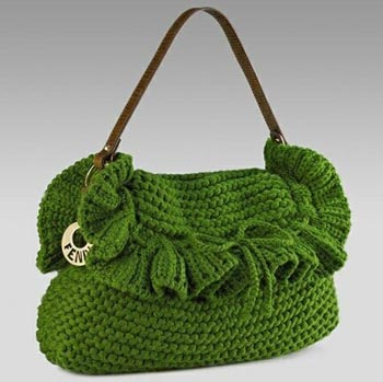 Вот он хит сезона зимы 2010 года - вязаные сумки с аранами.